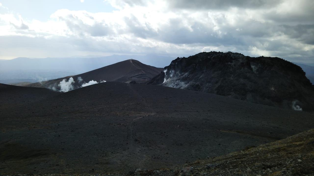 樽前山の頂上付近の煙